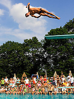Wallingford, Conn.- 01 July 2008- Former Cheshire student Dan Mazzaferro, now a student at Auburn University, showed off a few of his dives to young swimmers at the Farms Country Club. Mazzaferro also spoke about his recent experience in the Olympic trials, in which he placed 7th, and missed being selected for the U.S. Olympic Diving Team selection camp by four-tenths of a point...Josalee Thrift Photo