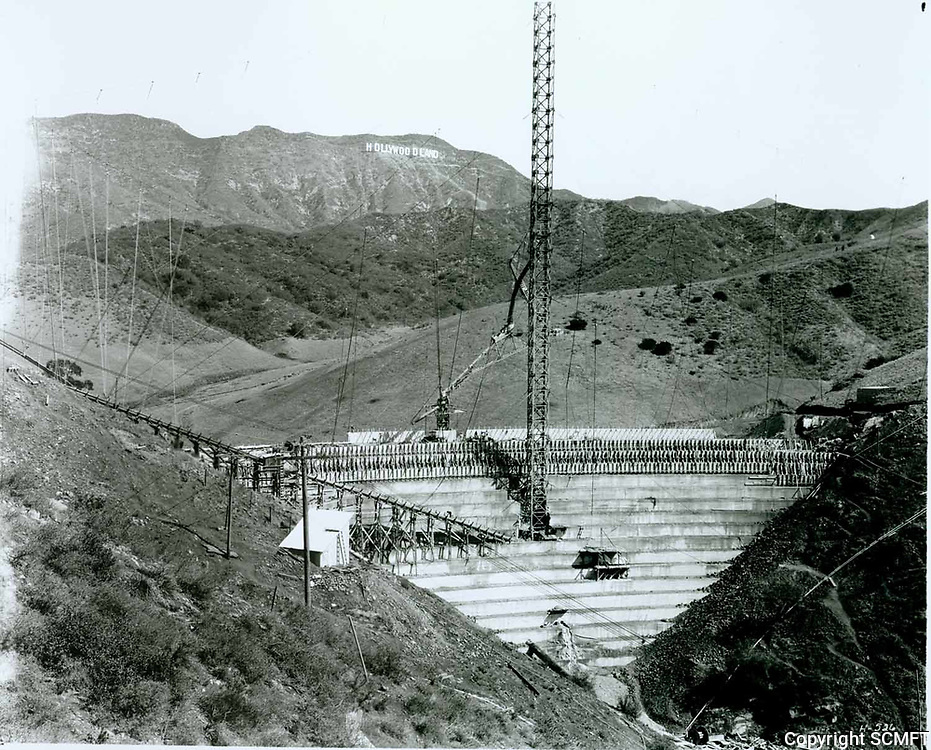 1924 Hollywoodland sign from the Lake Hollywood Dam