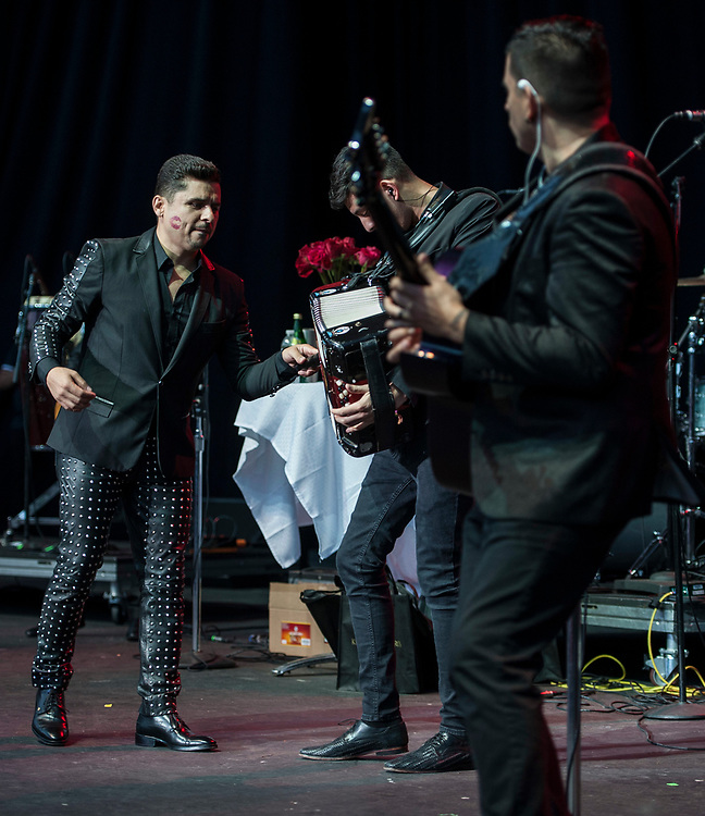 Larry Hernandez performing at Pacific Amphitheatre on Wednesday, July 28, 2017. (Photo by Miguel Vasconcellos, Courtesy of OC Fair and Event Center)