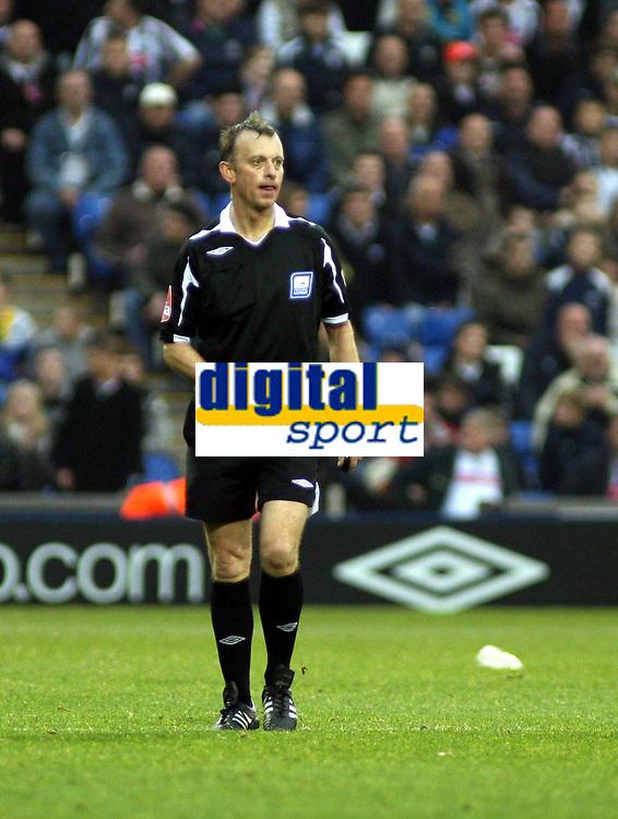 Photo: Mark Stephenson.<br /> West Bromwich Albion v Norwich City. Coca Cola Championship. 27/10/2007.Referee Mr P J Josloin