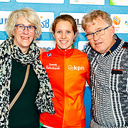 NLD/Amsterdam/20180119 - Inloop premiere Hyena's op het IJs, Rianne de Vries en ouders