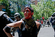 """The marchers held a rally from the Plaza de Colon to the industry ministry. Was scheduled to be held in a peaceful part of the organization. But acts of """"black march"""" ended violently. A group of demonstrators confronted the police.One of those arrested during the melee. This just hurt in the process of his arrest.<br /> The skirmishes lasted for 2 hours.The results were 76 wounded and 8 arrested."""
