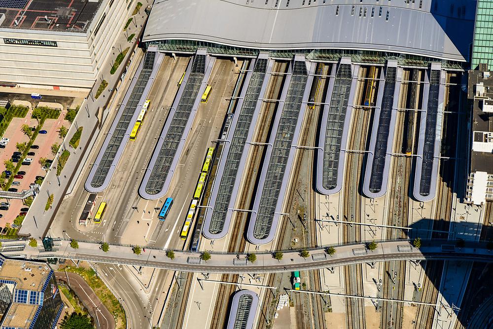 Nederland, Utrecht, Utrecht, 13-05-2019; overzicht Station Utrecht Centraal, overkappingvan de perrons.<br /> Utrecht Central Station and surroundings.<br /> <br /> luchtfoto (toeslag op standard tarieven);<br /> aerial photo (additional fee required);<br /> copyright foto/photo Siebe Swart