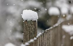 THEMENBILD - frischer Neuschnee liegt auf einem Holzzaun bei Schneefall, aufgenommen am 26. Dezember 2019, Kaprun, Österreich // fresh new snow lies on a wooden fence when snow falls, on 2019/12/26, Kaprun, Austria. EXPA Pictures © 2019, PhotoCredit: EXPA/ Stefanie Oberhauser