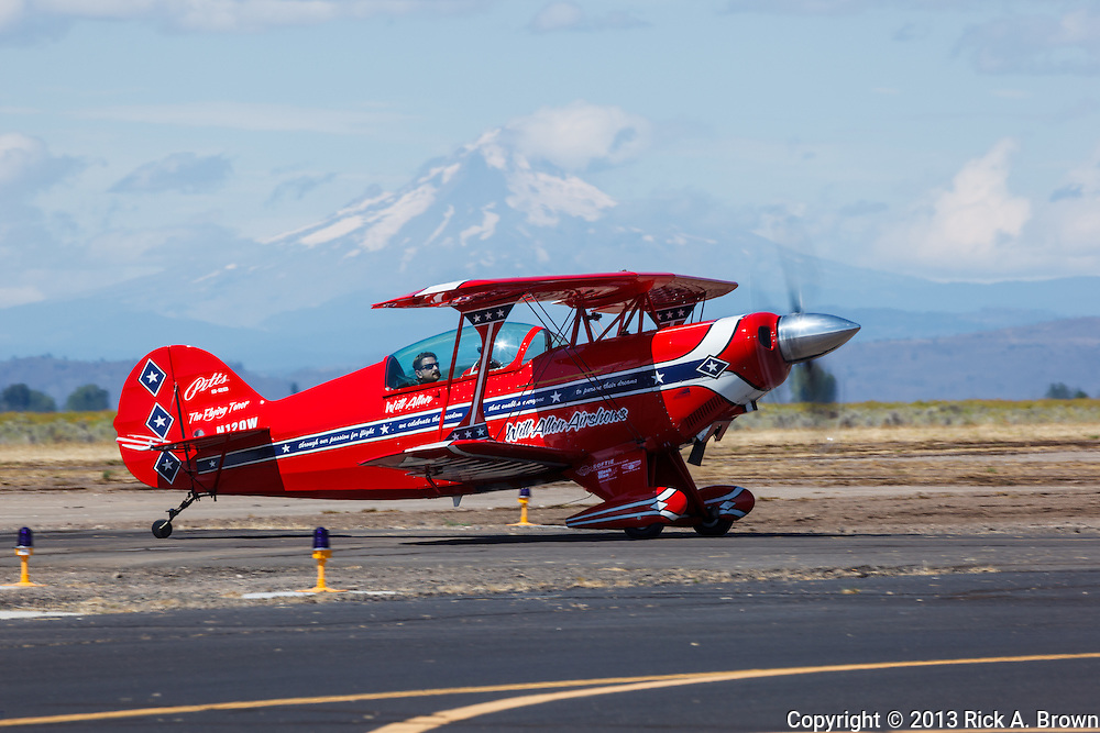 Will Allen, the Flying Tenor, taxiing in front of Mt. Hood at the Airshow of the Cascades.