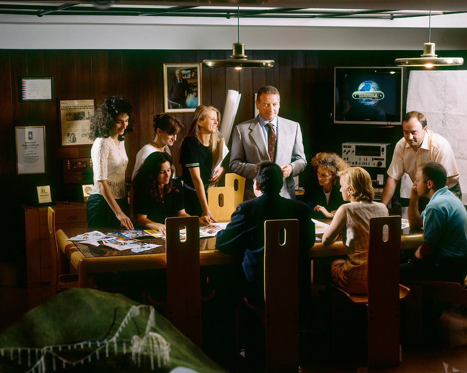 """17 JUL 1996 - Altavilla Vicentina (VI) - """"Antonio Zamperla"""", impianti per il divertimento. Lo staff dirigenti: Danilo<br />  Tessarollo, gestione materiali; Alberto Zamperla, amm.re<br />  delegato; Alberto Lorenzoni, resp. finanza; Anancini,<br />  resp. progetto Disney; Mario Nardin, resp. produzione; <br />  Andrea Cielo, resp. vendite."""