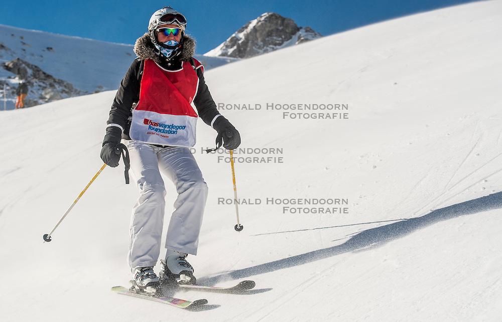 26-01-2017 AUT: BvdGF wintersportkamp dag 2, Obertauern<br /> Het 7de jaar wintersportkamp van de BvdGF is verhuisd naar Obertauern. Prachtige pistes, geweldig jeugdhotel en fantastisch weer maakt er weer een onvergetelijk kamp van / Bea