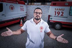 O médico regulador, Roberto Zabaleta, da Central de Regulação do Samu Estadual. FOTO: Jefferson Bernardes/ Agência Preview