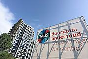 Nederland, Nijmegen, 16-9-2013Flats, maisonnettes uit de jaren 70, worden gerenoveerd door woningbouwvereniging Talis. De wijk Weezenhof ligt in het stadsdeel Dukenburg, wat een typische stadsuitbreiding was eind jaren 60, begin jaren 70. Hoogbouw gecombineerd met laagbouw.Foto: Flip Franssen/Hollandse Hoogte