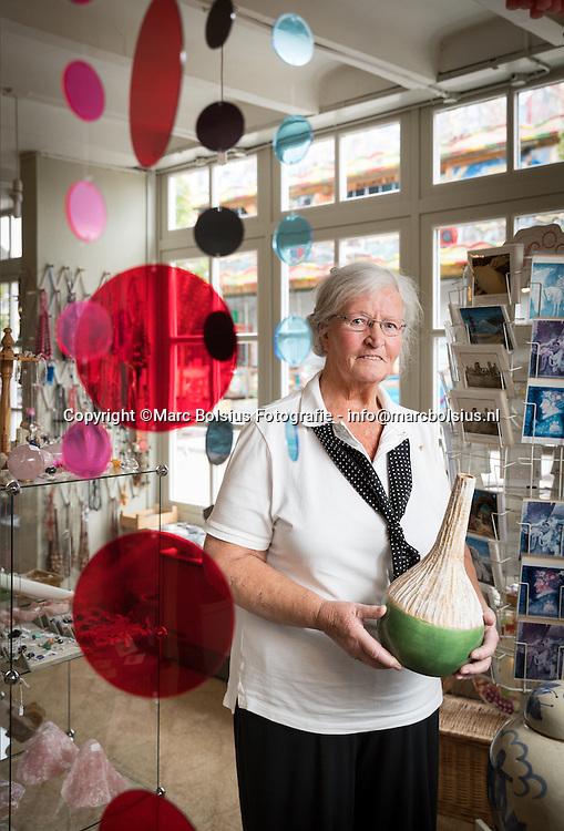 Nederland,  Vught, Diny de Kort heeft al jaren een winkel met allerlei uiteen lopende artikelen maar vooral is zij bekend van haar New Age spulletjes.