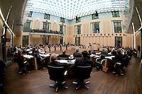 13 FEB 2004, BERLIN/GERMANY:<br /> Uebersicht Plenarsaal waehrend einer Bundesratsdebatte, Bundesrat<br /> IMAGE: 20040213-01-050<br /> KEYWORDS: Sitzung, Plenum, Plenarsaal, Saal, Übersicht