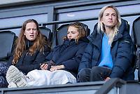 AMSTELVEEN - De gelesserde Amsterdam speelsters Felice Albers (Amsterdam) Marijn Veen (Amsterdam) , Lauren Stam (Amsterdam) voor de competitie hoofdklasse hockeywedstrijd dames, Amsterdam-HDM (1-1).  COPYRIGHT KOEN SUYK