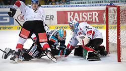27.10.2019, Keine Sorgen Eisarena, Linz, AUT, EBEL, EHC Liwest Black Wings Linz vs HC TWK Innsbruck Die Haie, 2. Runde, im Bild v.l. Mark McNeill (EHC Liwest Black Wings Linz), Tormann Conner James Motte (HC TWK Innsbruck Die Haie) // during the Erste Bank Eishockey League 2th round match between EHC Liwest Black Wings Linz and HC TWK Innsbruck Die Haie at the Keine Sorgen Eisarena in Linz, Austria on 2019/10/27. EXPA Pictures © 2019, PhotoCredit: EXPA/ Reinhard Eisenbauer