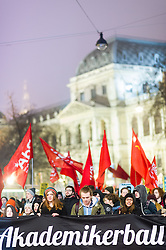 03.02.2017, Innere Stadt, Wien, AUT, Demonstration gegen den Wiener Akademikerball des Wiener Kooperationsrings, im Bild Demonstranten vor dem Hauptgebäude der Universität Wien // protestors in front of the University during Protest against WKR- Ball, Inner City, Vienna, Austria on 2015/02/03, EXPA Pictures © 2017, PhotoCredit: EXPA/ Michael Gruber