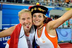 22-08-2008 HOCKEY: OLYMPISCHE SPELEN FINALE CHINA - NEDERLAND: BEIJING <br /> Nederland Olympisch kampioen - Wieke Dijkstra, Janneke Schopman<br /> ©2008-FotoHoogendoorn.nl