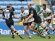 Leicester, Great Britain,  Wasps, Lawrence DALLAGLIO passes the ball left to Joe WORSLEY as Saints Paul TUPAI and  Cristain SHORT [right] look onduring the Heineken Cup Semi Final, Northampton Saints vs London Wasps, played at the Ricoh Stadium, on Sun 22.04.2007. [Photo Peter Spurrier/Intersport Images]Leicester, Great Britain,  during the Heineken Cup Semi Final, Northampton Saints vs London Wasps, played at the Ricoh Stadium, on Sun 22.04.2007. [Photo Peter Spurrier/Intersport Images]Leicester, Great Britain,  during the Heineken Cup Semi Final, Northampton Saints vs London Wasps, played at the Ricoh Stadium, on Sun 22.04.2007. [Photo Peter Spurrier/Intersport Images]Leicester, Great Britain,  during the Heineken Cup Semi Final, Northampton Saints vs London Wasps, played at the Ricoh Stadium, on Sun 22.04.2007. [Photo Peter Spurrier/Intersport Images]