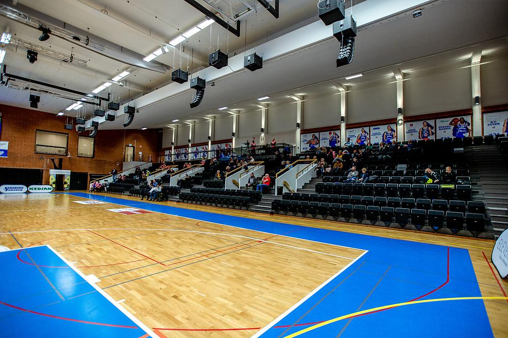 ÖSTERSUND 20201031<br /> 50 personer på plats under lördagens match i basketligan mellan Jämtland Basket och Borås Basket.<br /> Foto: Per Danielsson / Projekt.P