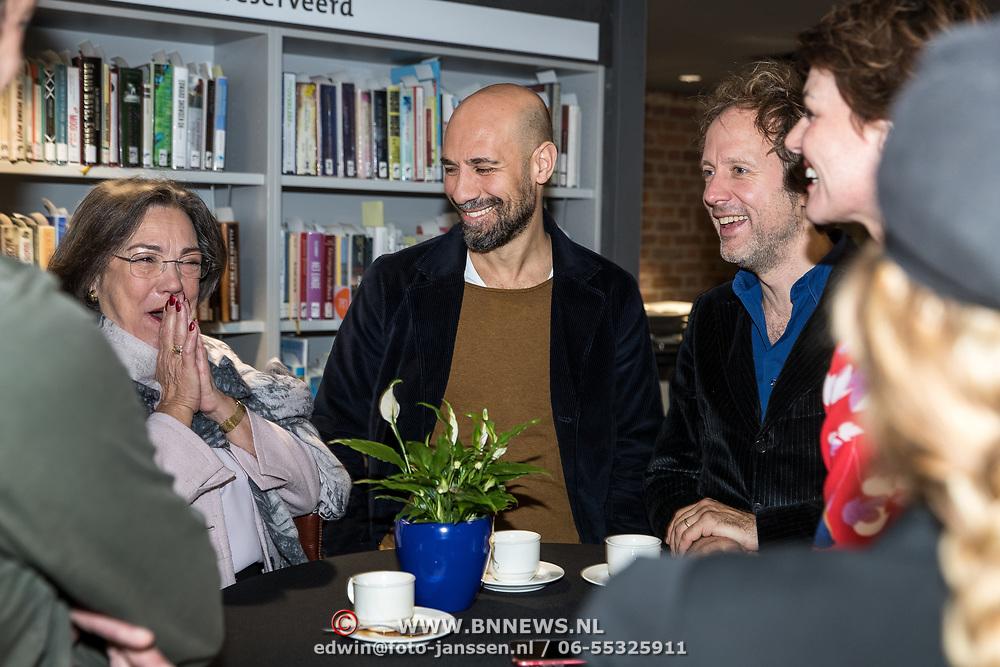 NLD/Zutphen/20191102 - Groot Dictee ter Nederlandse Taal, Abdelkader Benali in gesprek met Gerdi Verbeet en Ronald Snijders