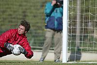 Fotball - Treningsleir La Manga. 14. mars 2002. Keeper Roger Eskeland, Bryne på trening - trener.<br /> <br /> Foto: Andreas Fadum, Digitalsport