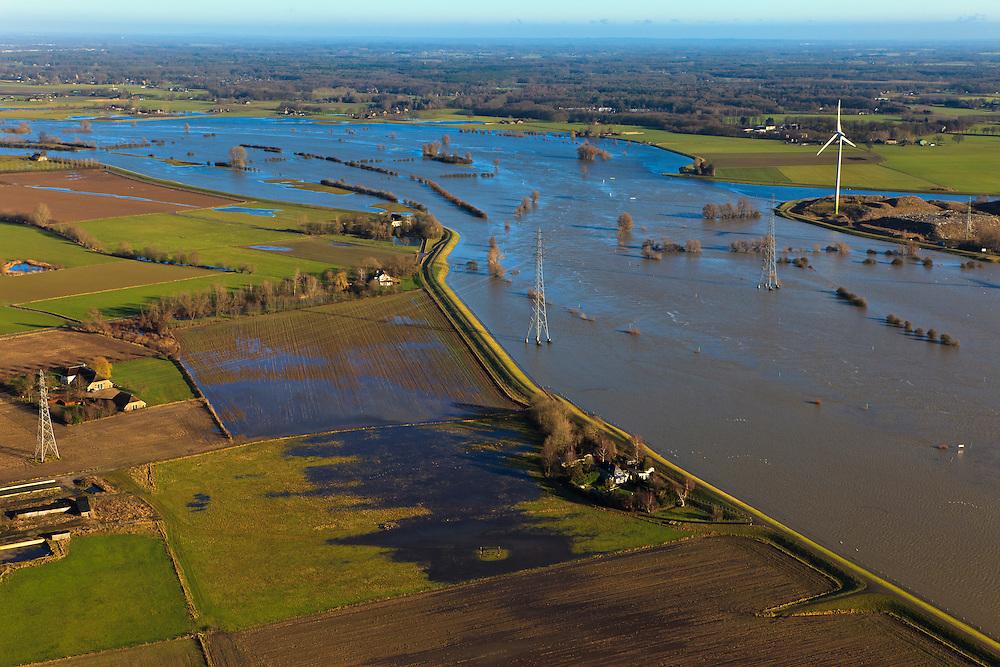 Nederland, Gelderland, De Voorster Klei , 20-01-2011; IJssel bij hoogwater ten noorden van Zutphen, links de Voorsterklei. In het kader van het programma Ruimte voor de Rivier zal een nieuwe dijk aangelegd worden (verder 'landinwaarts'). Door de dijkverlegging zal er bij toekomstig hoogwater een waterstanddaling optreden..Flooded land and riverbanks caused by the hig waters of the river IJssel near Zutphen..The dike in the foreground will be partially excavated, creating more 'room for the river', decreasing water levels in case of the high waters (flood). A new dike will be build further away from the river..luchtfoto (toeslag), aerial photo (additional fee required).copyright foto/photo Siebe Swart