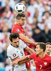 16-06-2016 FRA: UEFA EURO Duitsland - Polen, Parijs<br /> Groep C 2e wedstrijd Stade de France - Robert Lewandowski (POL), Mats Hummels (GER), Arkadiusz Milik (POL) <br /> <br /> ***NETHERLANDS ONLY***