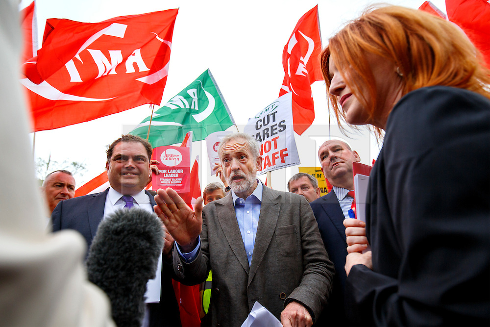 © Licensed to London News Pictures. 18/08/2015. London, UK. Labour Party leader candidate JEREMY CORBYN outlines his plans for integrated publicly owned railway network outside King's Cross station in London on Tuesday, August 18, 2015. Photo credit: Tolga Akmen/LNP