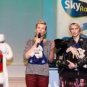 NLD/Hilversum/20121207 - Skyradio Christmas Tree, Anita Witzier en Anouk Smulders - Voorveld en de kerstman