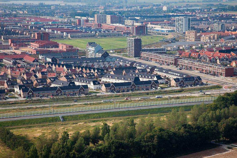 Nederland, Zuid-Holland, Zoetermeer, 19-09-2009; de stadswijk Oosterheem, Vinex-locatie. De nieuwste woonwijk, het spoor voor de HSL met geluidsscherm in de voorgrond.The district Oosterheem, Vinex location. The newest residential area, the HSL track with noise barrier in the foreground.luchtfoto (toeslag), aerial photo (additional fee required).foto/photo Siebe Swart