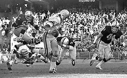 Oakland Raiders chase Houston Oilers QB Dan Pastorini, Dan Conners, Jimmy Warren and Phil Villapiano. (1971 photo/Ron Riesterer)