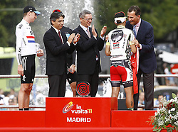 11.09.2011, Madrid,  ESP, LA VUELTA 2011, Finish, im Bild Juan Jose Cobo (b) gives his winner's jersey to Felipe de Borbon, Prince of Asturias (r), in presence of (L to R) Bradley Wiggins, Albert Soler, Minister of Sports, Christopher Froome and Alberto Ruiz Gallardon, Mayor of Madrid.September 11,2011. EXPA Pictures © 2011, PhotoCredit: EXPA/ Alterphoto/ Paola Otero +++++ ATTENTION - OUT OF SPAIN/(ESP) +++++
