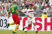 FOOTBALL - CONFEDERATIONS CUP 2003 - GROUP B - KAMERUN v TYRKIA - 030621 - YILDIRAY BASTURK (TUR) / JEAN JOEL PERRIER DOUMBE (CAM) - PHOTO STEPHANE MANTEY / DIGITALSPORT