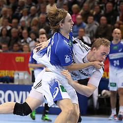 Kiel, 23.12.14, Sport, Handball, Bundesliga, Saison 2014/15, 19. Spieltag, THW Kiel - HSV Handball : Rene Toft Hansen (THW Kiel, #7) im Zweikampf mit Richard Hanisch (HSV Handball, #20)<br /> <br /> Foto © P-I-X.org *** Foto ist honorarpflichtig! *** Auf Anfrage in hoeherer Qualitaet/Aufloesung. Belegexemplar erbeten. Veroeffentlichung ausschliesslich fuer journalistisch-publizistische Zwecke. For editorial use only.
