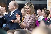 Koningin Maxima is bij ondertekening van het convenant Meer Muziek in de Klas Lokaal in De Lasloods. Maxima is erevoorzitter Meer Muziek in de Klas.<br /> <br /> Queen Maxima is signing the Meer Muziek covenant in De Klas Lokaal in De Lasloods. Maxima is honorary president of More Music in the Classroom.<br />  <br /> Op de foto / On the Photo:Koningin Maxima met Joop van den Ende