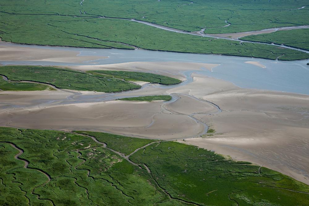 Nederland, Zeeland, Zeeuws-Vlaanderen, 12-06-2009; de IJskelder een van de grote geulen in het Verdronken Land van Saeftinghe, getijdengebied in het oosten Zeeuws-Vlaanderen op de grens met Belgie en onderdeel van het estuarium van de Schelde. De voormalige polder is het grootste brakwatergebied van Europa en staat onder invloed van het getij waardoor er vele geulen, slikken en schorren ontstaan. Het Verdronken Land is een natuurreservaat, in beheer bij het Zeeuws Landschap en belangrijk als broed-, overwinterings- en rustgebied voor vogels. Niet vrij toegankelijk. .The Drowned Land of Saeftinghe, tidal area in the east of Dutch Flanders on the border with Belgium. The former polder is the largest brackish water of Europe and because of the the tides, there are mud flats and gullies. The Drowned Land is a nature reserve, not freely accessible. It is managed by the Zeeuws Landscape and important as bird sanctuary, part of the Scheldt estuary.Swart collectie, luchtfoto (25 procent toeslag); Swart Collection, aerial photo (additional fee required).foto Siebe Swart / photo Siebe Swart