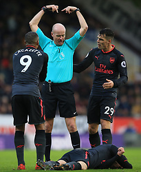 26 November 2017 -  Premier League - Burnley v Arsenal - Referee Lee Mason reacts alongside Alexandre Lacazette and Granit Xhaka to an injury to Aaron Ramsey of Arsenal - Photo: Marc Atkins/Offside