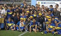 BOCA JUNIORS SE CONSAGRO CAMPEON DE LA COPA NISSAN SUDAMERICANA EL 18DIC2005 TRAS VENCER POR PENALES A PUMAS DE MEXICO.  IGUALARON TRAS LOS 90 MINUTOS 1-1 Y BOCA VENCIO 4-3 EN LOS PENALES.<br /> EL PLANTEL DE BOCA JUNIORS POSA CON LA COPA GANADA TRAS VENCER A PUMAS.<br /> PHOTO: SEBASTIAO DE SOUZA/2005