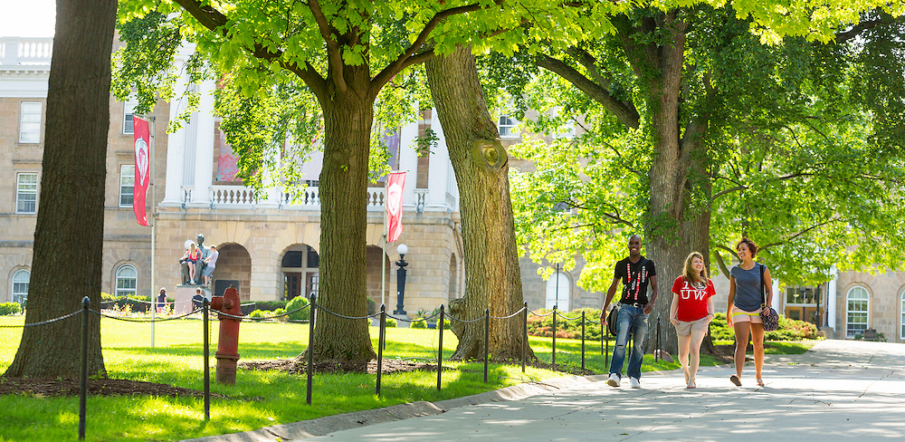 Bascom Hill at the Universtiy of Wisconsin-Madison campus. (Photo @ Andy Manis))