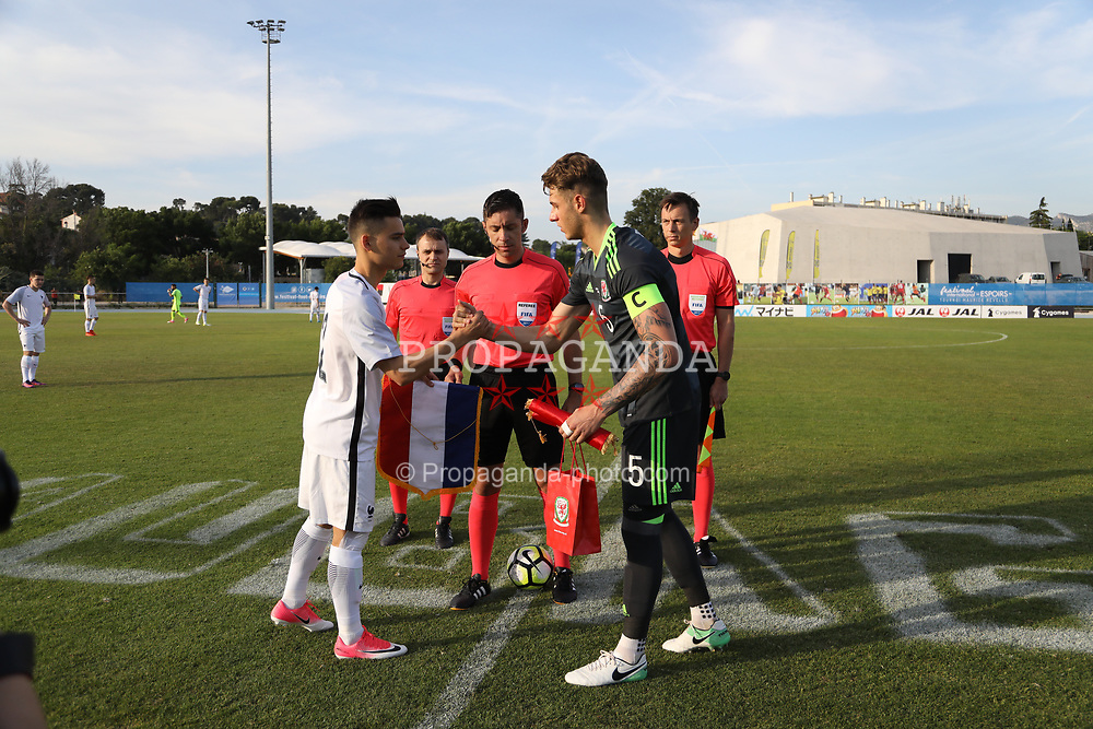 AUBAGNE, FRANCE - Tuesday, May 30, 2017: Wales' captain Joseph Rodon exchanges pennants with France captain Alec Georgen during the Toulon Tournament Group B match between Wales U20 and France U20 at the Stade de Lattre-de-Tassigny. (Pic by David Rawcliffe/Propaganda)