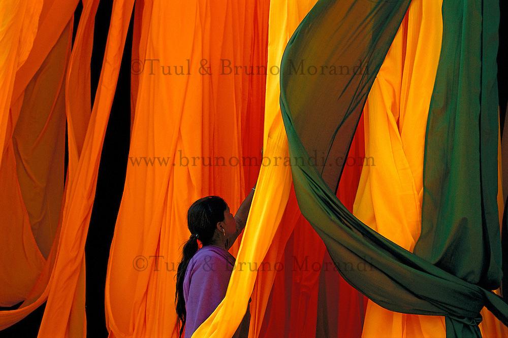 Inde. Rajasthan. Usine de sari. // India. Rajasthan. Sari factory.