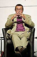 """22 AUG 2005, BERLIN/GERMANY:<br /> Guenter Grass, Autor, waehrend einer Diskussion zum Thema """"7 Jahre rot-gruene Kulturpolitik"""", Palais der Kulturbrauerei<br /> IMAGE: 20050822-03-097<br /> KEYWORDS: Günter Grass"""