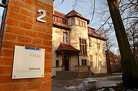 15 JAN 2002, POTSDAM/GERMANY:<br /> Truman-Haus, Gebaeude (Altbau) der Friedrich-Naumann-Stiftung, Karl-Marx-Strasse<br /> IMAGE: 20020115-02-005<br /> KEYWORDS: Gebäude, Haus, Schild, sign