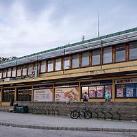 Kristiansand rutebilstasjon 2018.<br /> <br /> Den gamle rutebilstasjonen i Kristiansand skal rives og ny bygges opp etter mange år med mange passasjerer.