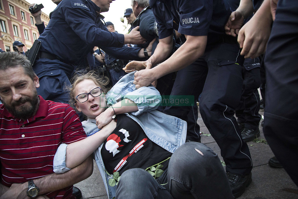 June 10, 2017 - Warsaw, Poland - Police removes protesters during blockade on monthly ceremony marking the presidential plane crash in Smolensk, in Warsaw. (Credit Image: © Maciej Luczniewski/NurPhoto via ZUMA Press)