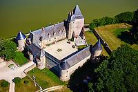 France, Cher (18), Berry, Chateau de La Chapelle d'Angillon, route Jacques Coeur, vue aérienne // France, Cher (18), Berry, the Jacques Coeur road, Chateau de la La Chapelle d'Angillon castle, aérial view