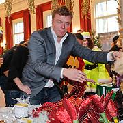 NLD/Amsterdam/20101208 - Skyradio Christmas Tree for Charity 2010, runloop op de kerstspullen