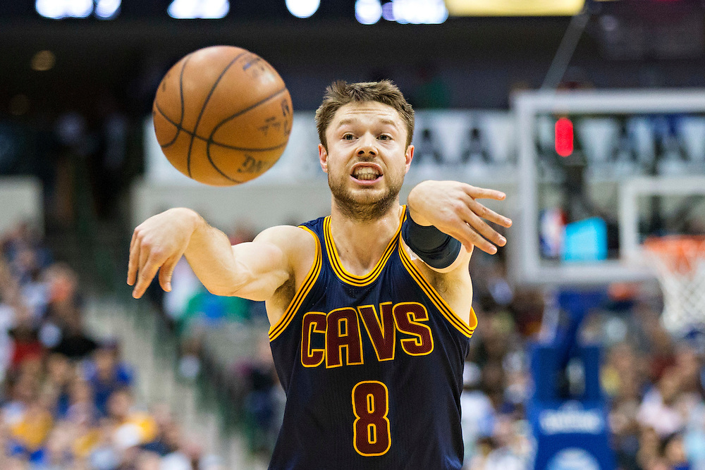 DALLAS, TX - JANUARY 12:  Matthew Dellavedova #8 of the Cleveland Cavaliers makes a pass against the Dallas Mavericks at American Airlines Center on January 12, 2016 in Dallas, Texas.  NOTE TO USER: User expressly acknowledges and agrees that, by downloading and or using this photograph, User is consenting to the terms and conditions of the Getty Images License Agreement.  The Cavaliers defeated the Mavericks 110-107.  (Photo by Wesley Hitt/Getty Images) *** Local Caption *** Matthew Dellavedova