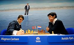 17-01-2010 SCHAKEN: TATA STEEL CHESS TOURNAMENT: WIJK AAN ZEE <br /> Anish Giri heeft in de derde ronde van het Tata Steel Schaaktoernooi in Wijk aan Zee voor een grote verrassing gezorgd. De 16-jarige schaker uit Rijswijk versloeg maandag in recordtempo de Noor Magnus Carlsen NOO<br /> ©2010-WWW.FOTOHOOGENDOORN.NL