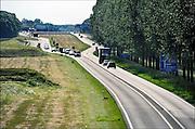 Nederland, Bemmel, 8-06-2012De A15 gaat bij knooppunt Ressen over in de N15. Vanaf dit punt wordt deze voor de regio Arnhem en Nijmegen belangrijke schakel in de verbinding naar Duitsland als gedeeltelijke tolweg doorgetrokken naar de A12 bij Zevenaar. Minister Schultz van Haegen verwacht dat na jaren discussie en uitstel, het 1 miljard kostende traject in 2018 klaar zal zijn. Onzeker is nog of er een tunnel of een brug over het Pannerdensch Kanaal komt.Foto: Flip Franssen