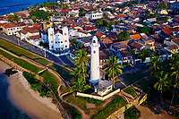 Sri Lanka, province du sud, district de Galle, Galle, Vieille ville classée patrimoine mondial de l'UNESCO, vue aerienne du fort, phare blanc // Sri Lanka, Southern Province, South Coast beach, Galle, Galle town, Dutch fort, UNESCO World Heritage site, aerial view