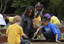 61337996<br /> U.S. First Lady Michelle Obama plants with school children in the White House Kitchen Garden on the South Lawn of the White House in Washington D.C., capital of the United States, April 2, 2014. U.S. First Lady Michelle Obama joined FoodCorps leaders and local students to plant the White House Kitchen Garden for the sixth year in a row, USA,  Wednesday, 2nd April 2014. Picture by  imago / i-Images<br /> UK ONLY